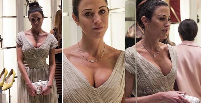 Federica Torti scollatissima a Milano sfiora l'incidente sexy all'inaugurazione del nuovo store Roberto Festa