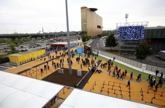 Expo 2015, si alza il sipario, a Milano si racconta la Terra. Manifestazione a sorpresa degli antagonisti